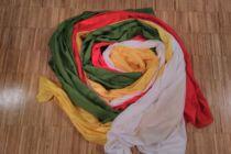 Tücher in den Farben des Weltgebetstags rot, grün, gelb und weiß